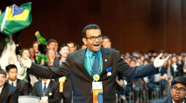 Luiz Fernando da Silva Borges em 2016, após vencer prêmio da Intel (Foto: Divulgação)