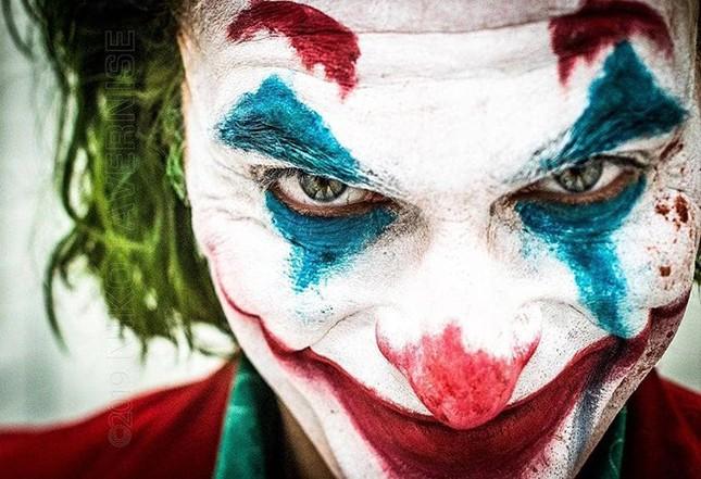 A violência verbal e física de poderosos pode fazer do Coringa não só uma máscara de Carnaval