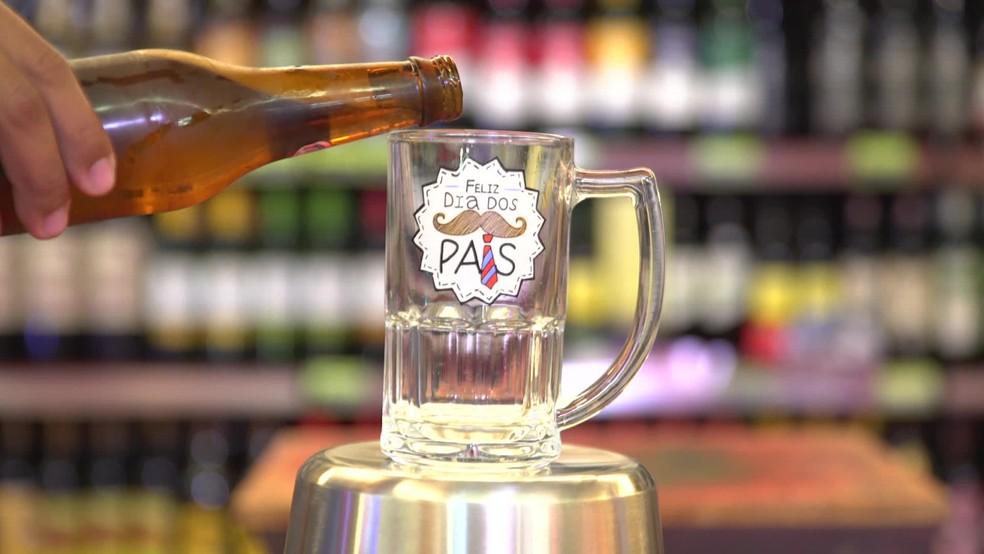O preço das cervejas das mesmas marcas variou entre mercados de um mesmo bairro — Foto: Reprodução/TV Globo