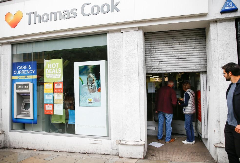 Agência da Thomas Cook fecharam as portas nesta segunda-feira (23) em Londres após anúndio de falência — Foto: Henry Nicholls/Reuters