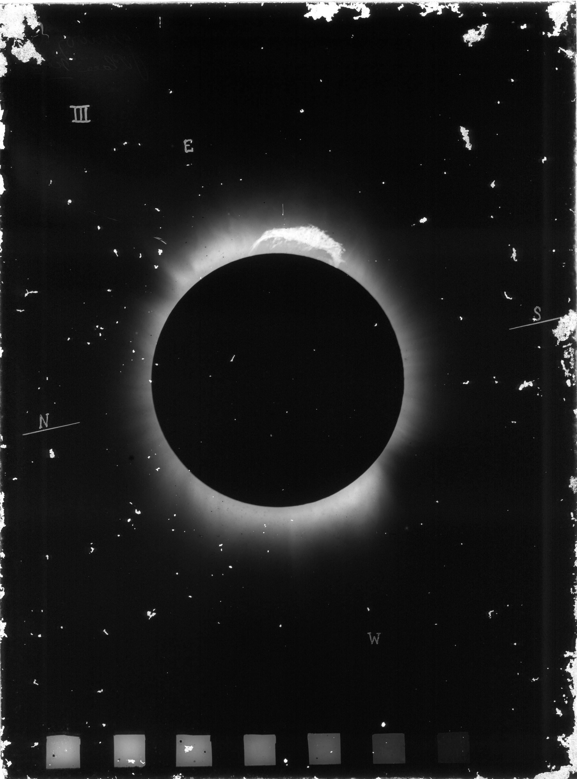 Os cientistas registraram o eclipse em placas a partir da observação do telescópio (Foto: Divulgação/ Observatório Nacional)