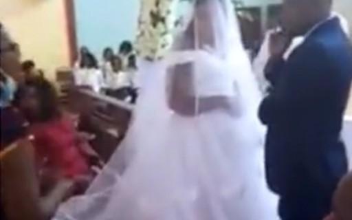 Mulher interrompe casamento e alega que o noivo é seu marido