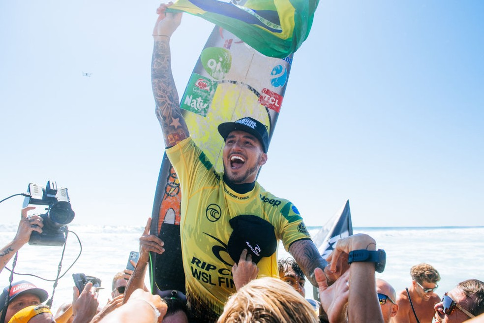 Gabriel Medina comemora o título em Lower Trestles — Foto: Pat Nolan/World Surf League via Getty Images