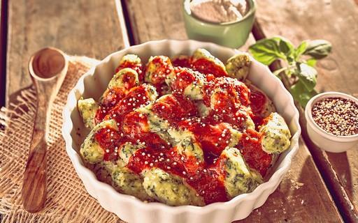 Nhoque de espinafre, ricota e quinoa