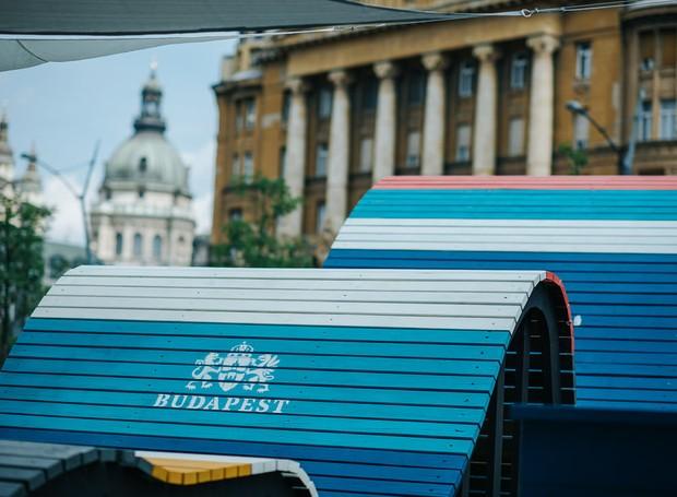 O design ondulado e colorido traz vida à cidade histórica (Foto: Hello Wood/Reprodução)