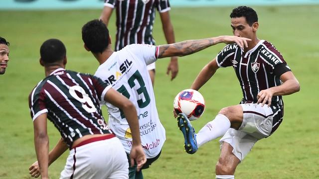 Ganso quase faz golaço em Fluminense x Portuguesa