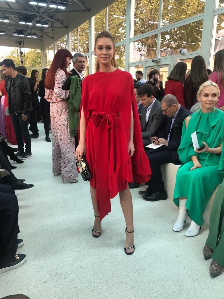 Marina veste vermelho (Foto: Divulgação)