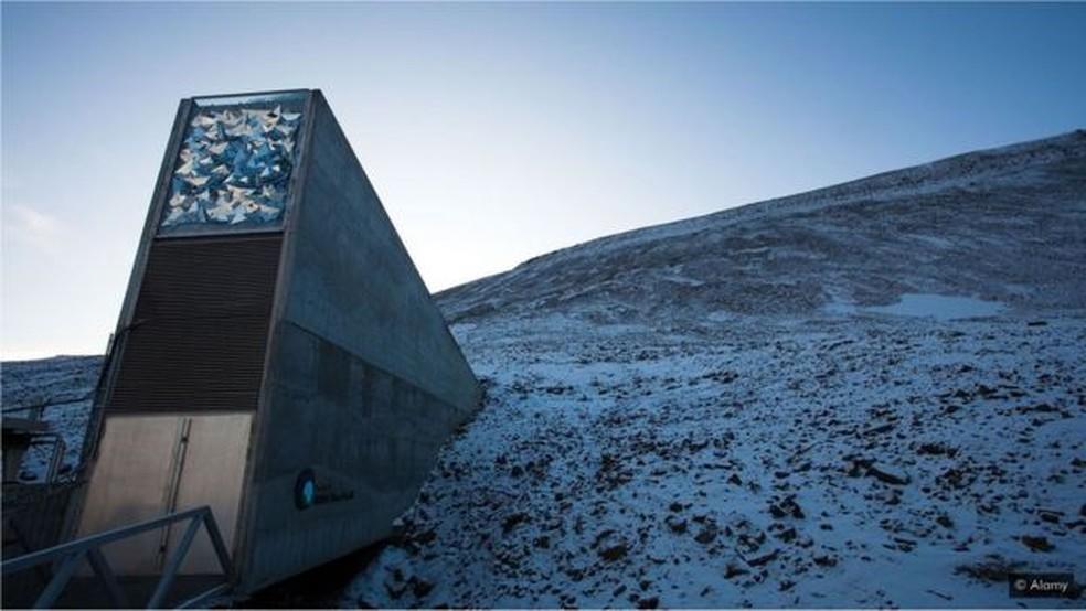 Em 2016, o silo global de sementes 'Doomsday Vault' foi invadido pela água derretida — Foto: Alamy