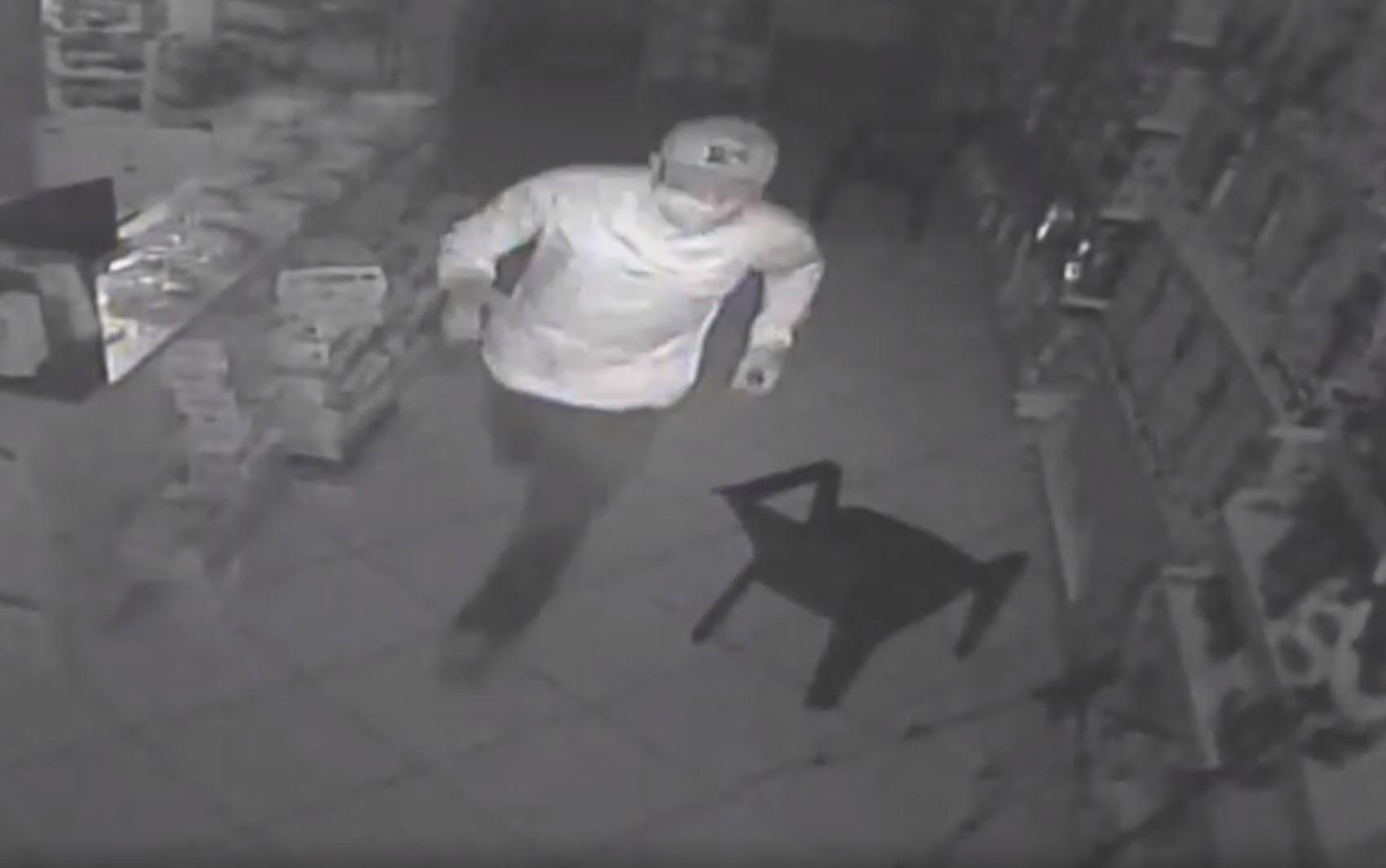 Ladrões invadem loja e furtam perfumes na zona Leste de Ribeirão Preto, SP; vídeo