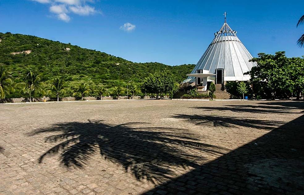 Santuário do Lima fica a 6 quilômetros da zona urbana de Patu. É considerado um dos locais religiosos de maior visitação no interior do estado — Foto: Canindé Soares