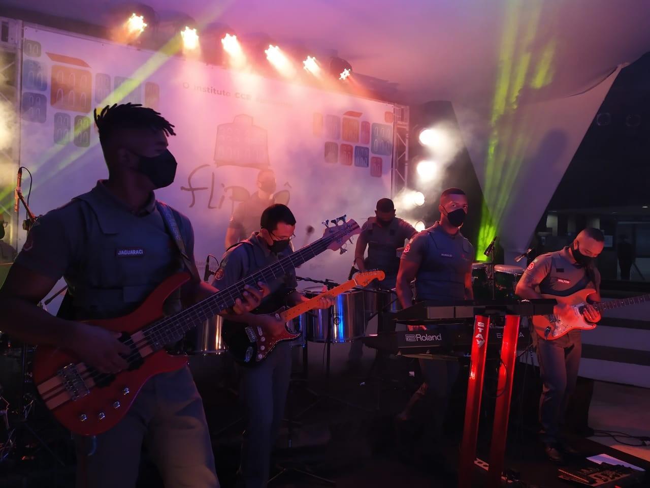 Dia do compositor: banda de agentes do metrô de Salvador conscientiza usuários do sistema com músicas autorais