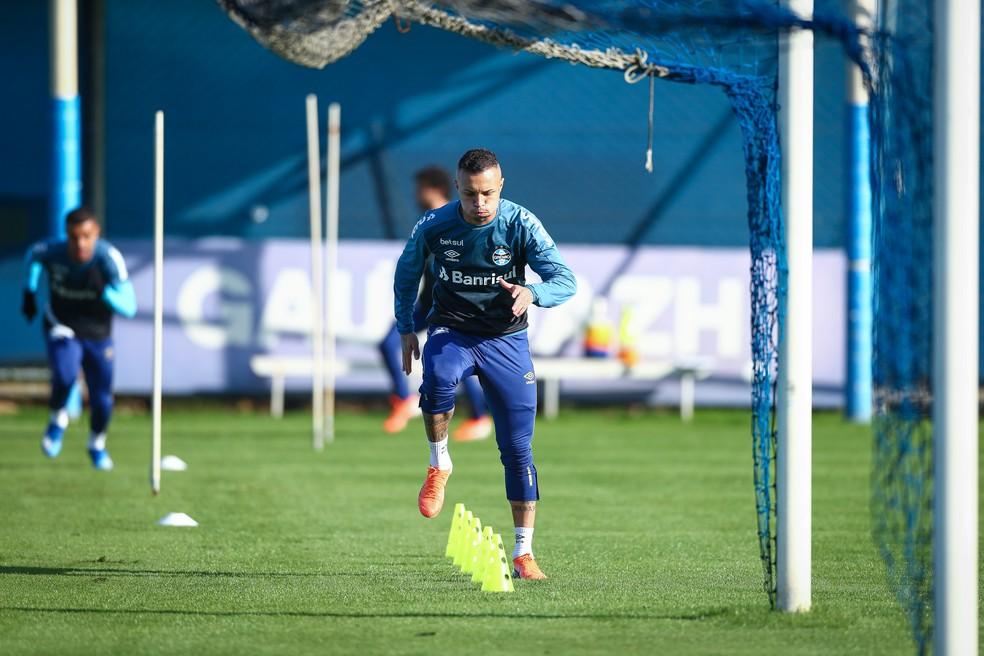 Everton segue rotina de treinos no CT Luiz Carvalho — Foto: Lucas Uebel/Grêmio FBPA