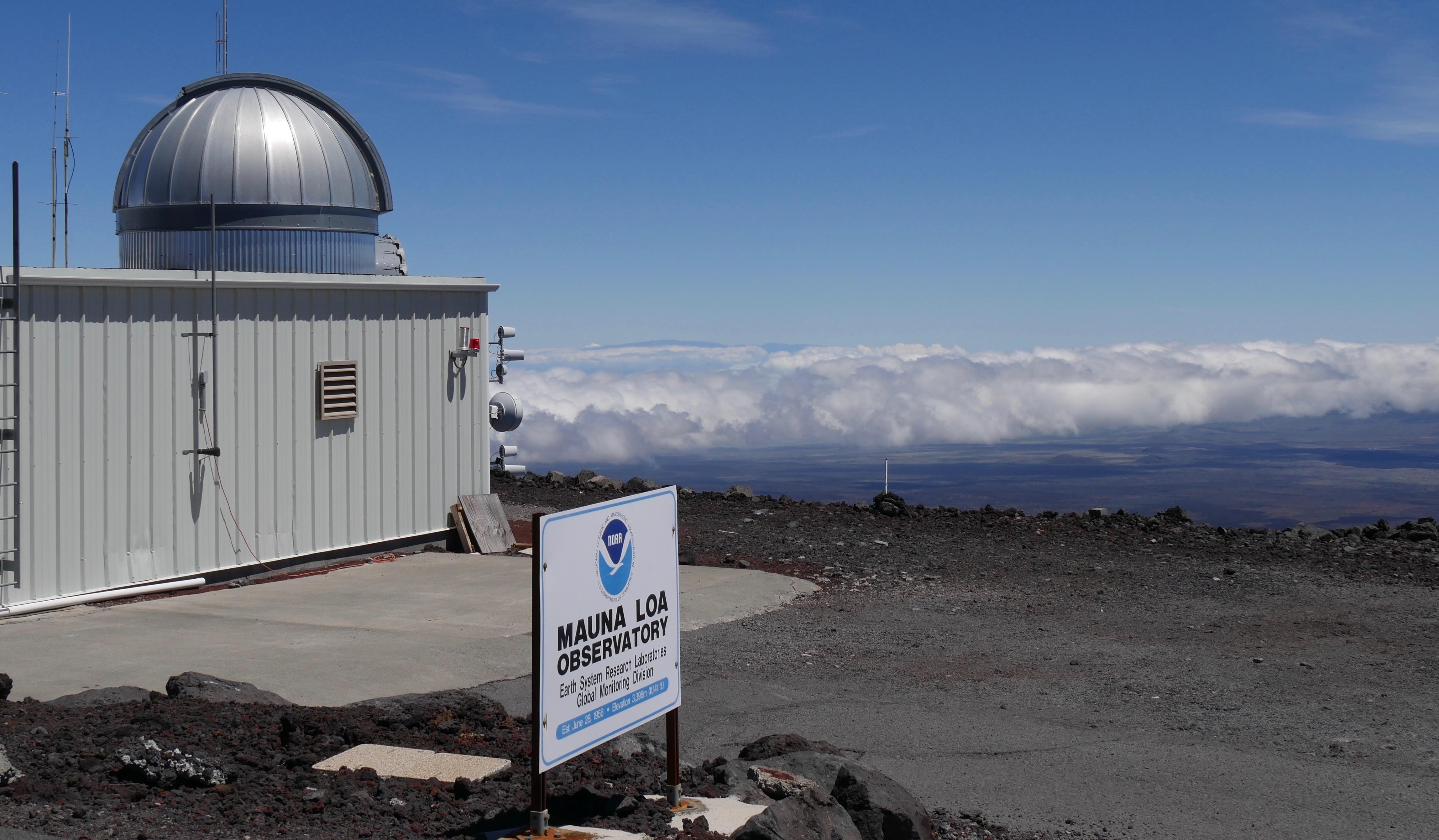Cientistas do Observatório Atmosférico de Mauna Loa, localizado no Havaí, EUA, registraram a maior média mensal do nível de dióxido de carbono (CO2) na atmosfera desde 1958 (Foto: Susan Cobb/Laboratório de Monitoramento Global do NOAA)