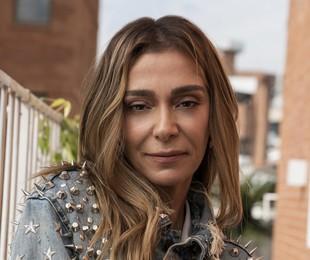 Monica Martelli com uma das jaquetas de Paulo Gustavo, que morreu há cinco meses | Vitor Lisboa