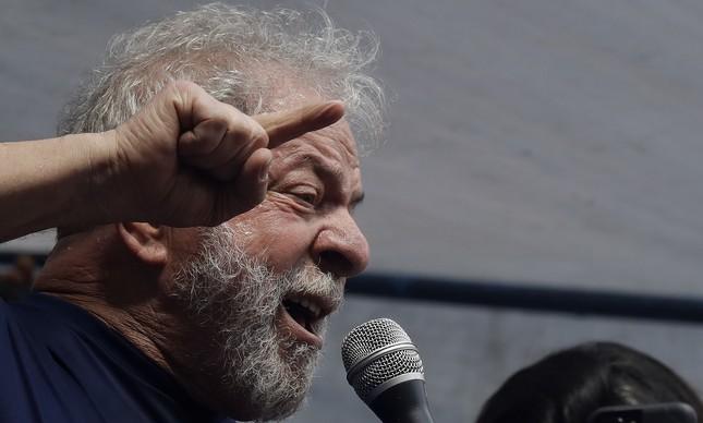 Lula fala a militantes em São Bernardo do Campo