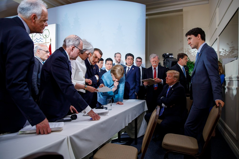 Premiê canadense, Justin Trudeau (à direita), presidiu o encontro dos líderes do G7 (Foto: Adam Scotti/Prime Minister's Office/Handout via REUTERS)