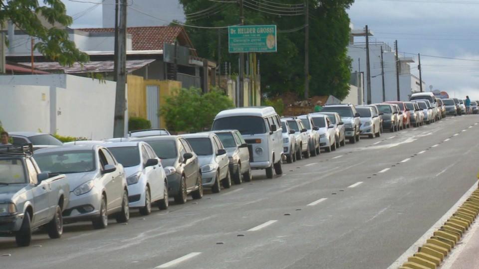 Com gasolina sem imposto a R$ 2,50, postos de combustíveis lotam em Boa Vista