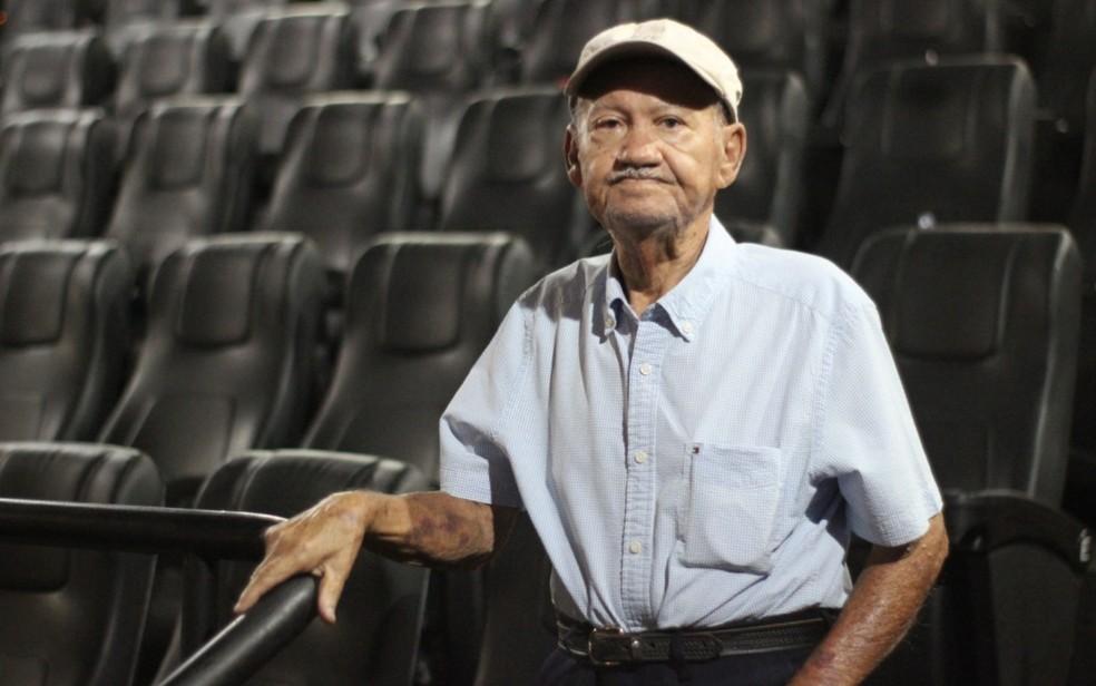 Adontino Soares da Silva, de 88 anos, vai ao cinema pela primeira vez, em Goiânia — Foto: Reprodução/Arquivo pessoal