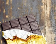 Comer chocolate amargo pode ajudar na mobilidade de idosos