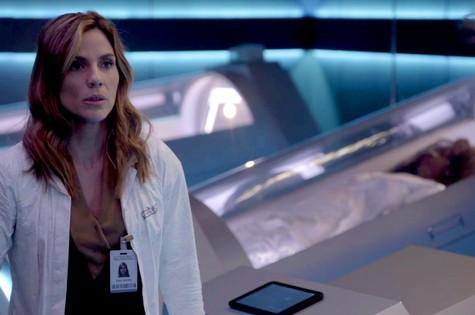 Rafaela Mandelli é Helen em 'O tempo não para' (Foto: Reprodução)