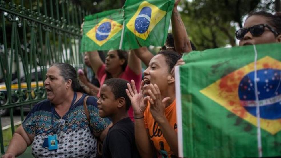 Subprocurador-geral militar comparou Brasil com a Síria e disse que uso de helicóptero com snipers em áreas repletas com civis é justificável no combate ao crime — Foto: Mauro Pimentel/AFP