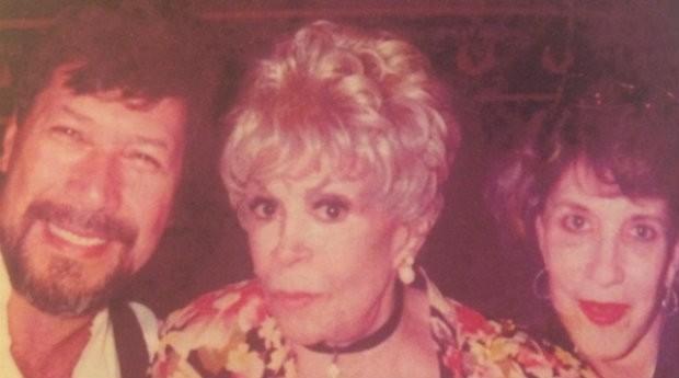 Walter Cabral e Dercy Gonçalves; cabeleireiro se especializou em cortes de artistas de sua geração (Foto: Divulgação)