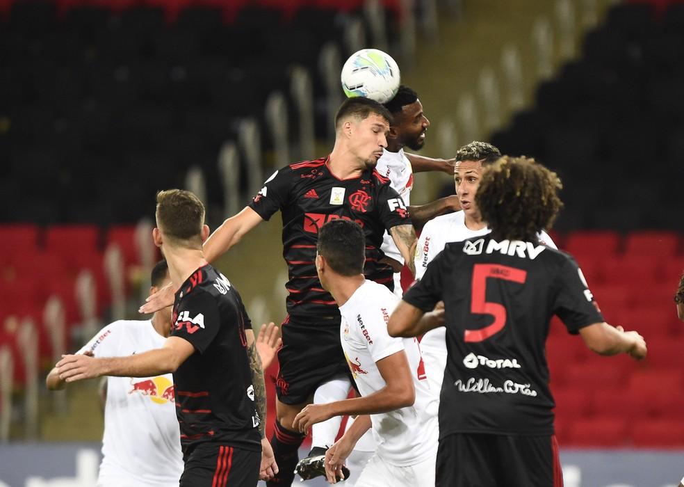 No primeiro turno, contra o Bragantino, o Flamengo também teve a chance de assumir a liderança, mas não conseguiu — Foto: André Durão