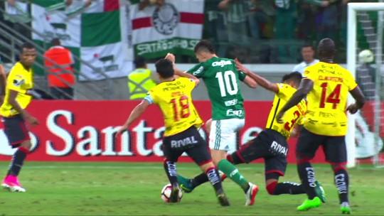Só susto! Moisés sai mancando do jogo do Palmeiras, mas exame mostra joelho intacto