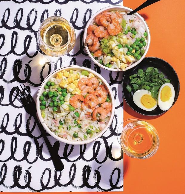 Receita de arroz chop-suey com camarões, um clássico da culinária chinesa
