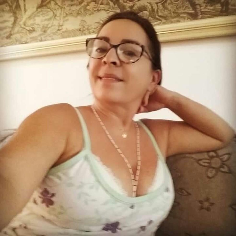 Liduína Maria Júnior Rios foi encontrada morta com ferimento de faca dentro da casa dela, na Grande Fortaleza — Foto: Reprodução/Facebook