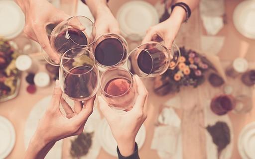 Como remover manchas de vinho em roupas, toalhas de mesa, tapetes e carpetes