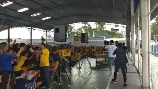"""""""Educando na Copa"""": jogadores do Cruzeiro criam projeto e visitam escola"""