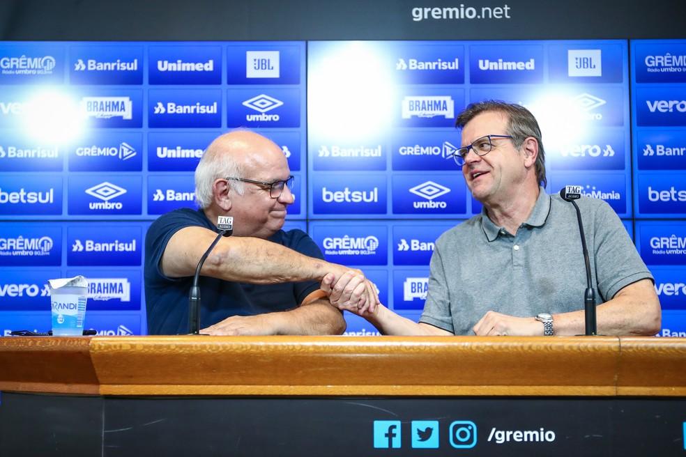 Presidente Romildo Bolzan e vice de futebol Marcos Herrmann — Foto: Lucas Uebel/GrÊmio
