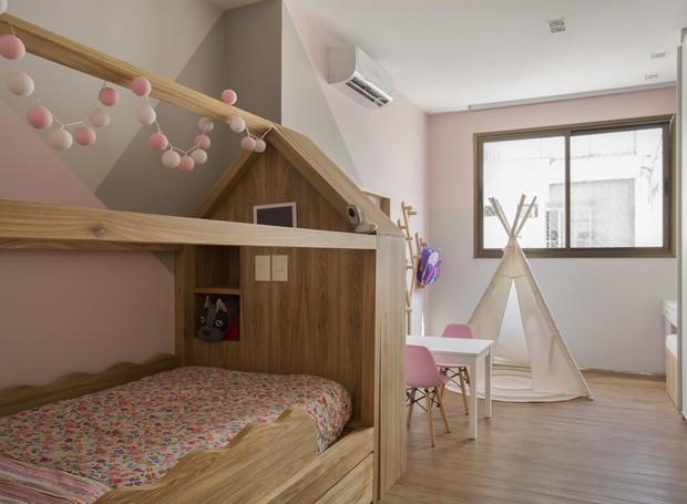 Quarto Montessoriano Ganha Pintura Geométrica E Paleta Com Rosa, Cinza E Branco