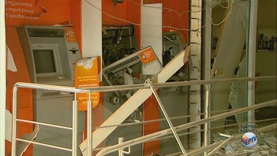 Grupo armado explode e furta caixas eletrônicos no distrito de Ribeirão Preto
