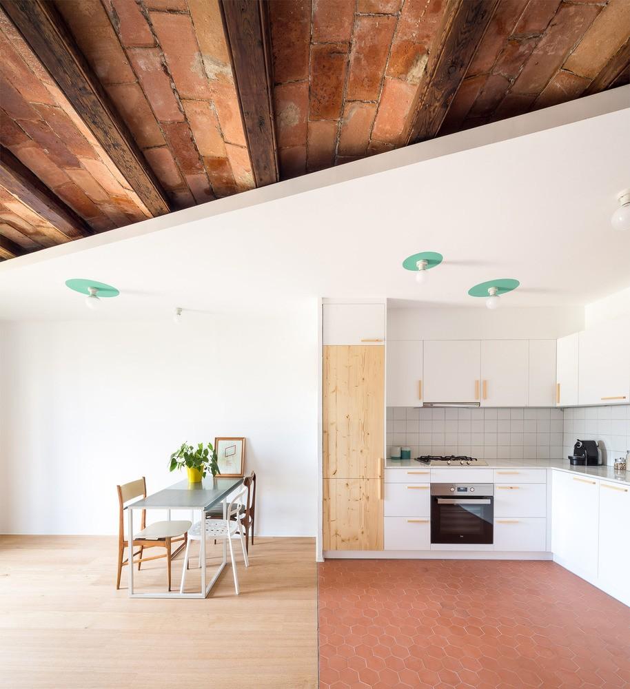 Décor do dia: cozinha aberta com forro aparente (Foto: Divulgação)