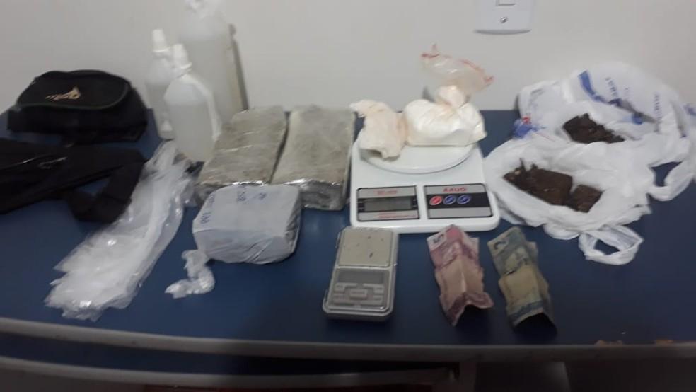 Polícia apreendeu barras de maconha e cocaína — Foto: Polícia Civil/Divulgação