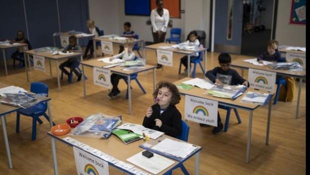Volta às aulas: as estratégias e desafios dos países que estão reabrindo  suas escolas - Época Negócios | Mundo