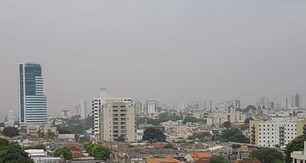 Nuvem de poeira vista de parte dos bairros Tibery, Cazeca e Aparecida — Foto: Daniela Nogueira/G1
