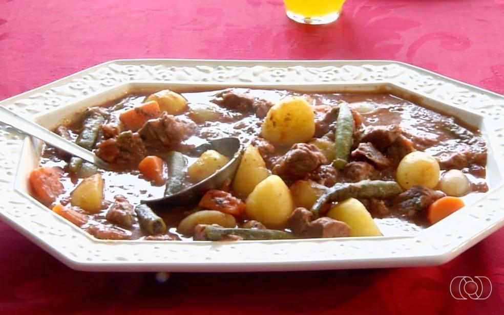 Receita de carne de panela com legumes no Jornal do Campo Goiás — Foto: Reprodução/TV Anhanguera