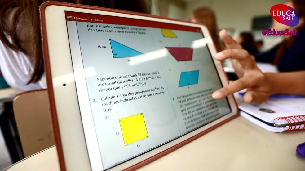 Uso de recursos como tablets e outros dispositivos permitem que as aulas ganhem novas cores — Foto: Colégio Salesiano/Divulgação