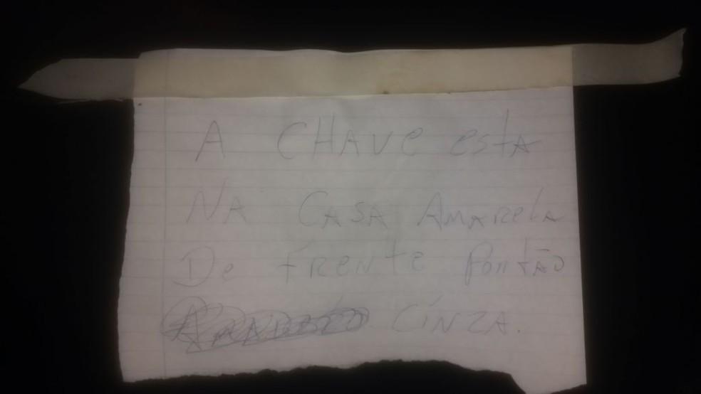 Bilhete deixado em moto roubada (Foto: PM/Divulgação)