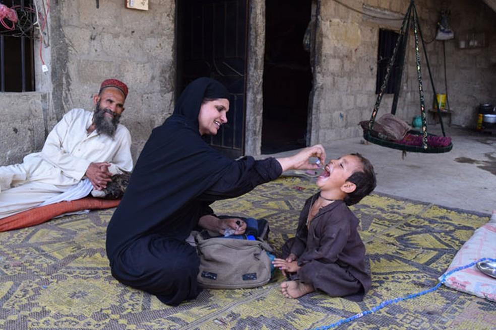 Vacinação contra a poliomielite no Paquistão, um dos países com casos da doença  (Foto: OMS)