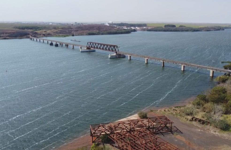 No trecho no Rio Tietê em Pederneiras 80% das embarcações estão paradas  — Foto: TV TEM/ Reprodução