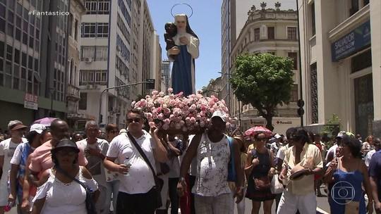 Fiéis celebram o dia da padroeira da Bahia