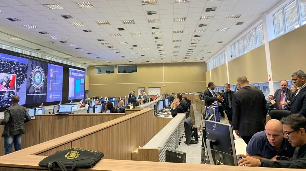 Representantes de todos estados trabalham na ação no Centro Integrado de Comando e Controle Nacional em Brasília — Foto: Gabriel Palma/TV Globo