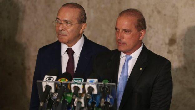 Eliseu Padilha (esq.) e Onyx Lorenzoni (dir.) coordenarão o processo de transição (Foto: Valter Campanato/Agência Brasil via BBC News Brasil)