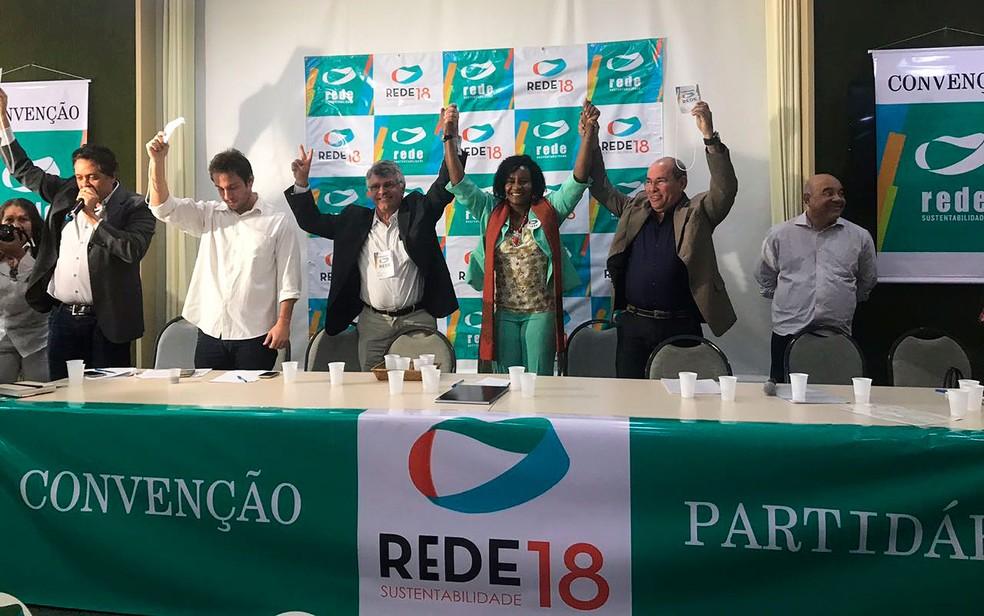 Rede confirmou Célia Sacramento (de verde, ao centro) como candidata ao governo da Bahia em convenção em Salvador. (Foto: Alan Tiago Alves/G1)