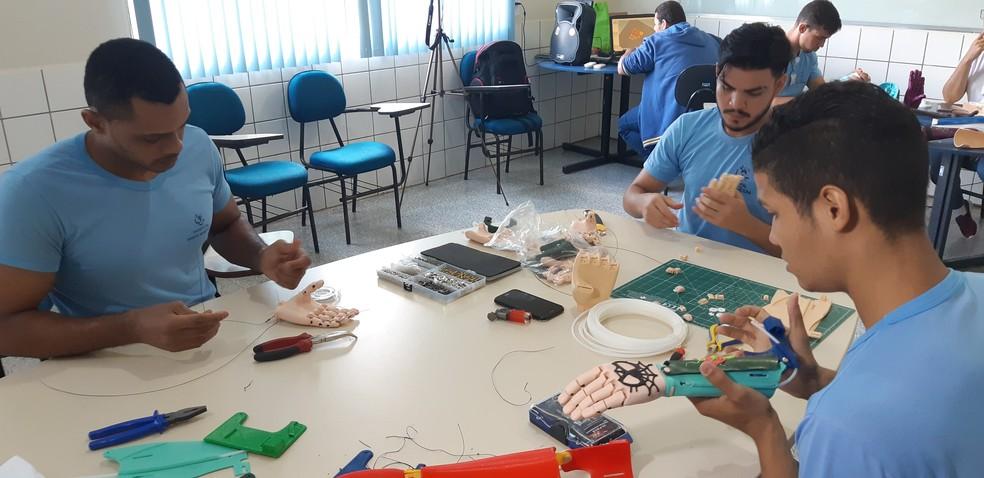 Hospital Santa Marcelina montou primeiro centro de protução de prótese de mão impressa em 3D em Rondônia — Foto: Toni Francis/G1