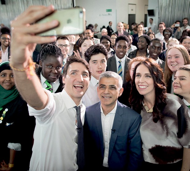 Jacinda com o primeiro-ministro canadense Justin Trudeau e Sadiq Kahn, prefeito de Londres.  (Foto: Pool, Fiona Goodall/Getty Images, Wpa Pool/Getty Images e Stefan Rousseau/PA Images via Getty Images)